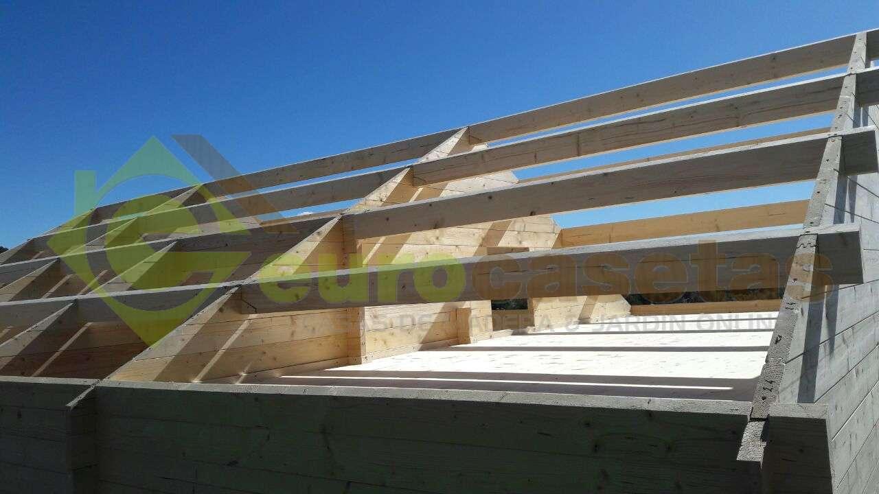 Montaje casa de madera asti modificada en sant feliu de for Montaje tejados de madera