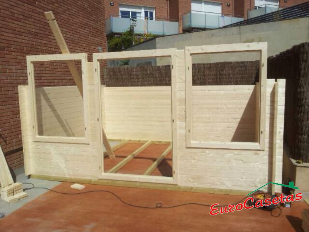Montaje caseta de jard n zoey eurocasetas casas de for Montaje tejados de madera